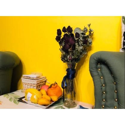 Pure pigment bright yellow wallpaper